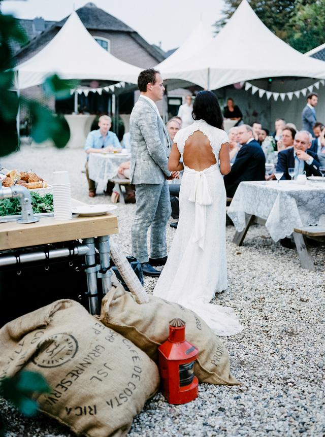 indie bohemian wedding bruiloft analoge fotografie buiten trouwen hanke arkenbout film