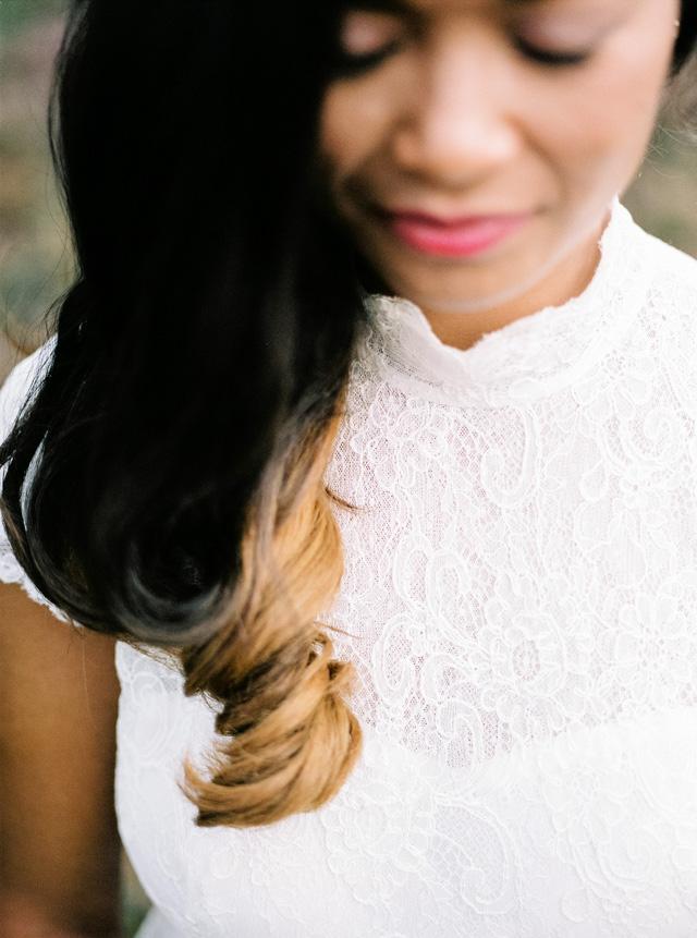 indie boho wedding bruiloft analoge fotografie buiten trouwen