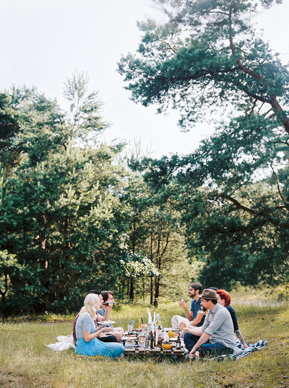picnic gathering friends nature kinfolk