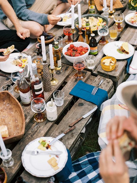 picnic gathering friends nature kinfolk