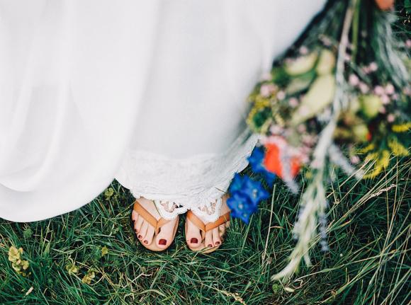 bohemian bruiloft buiten bloemen hanke arkenbout fotografie