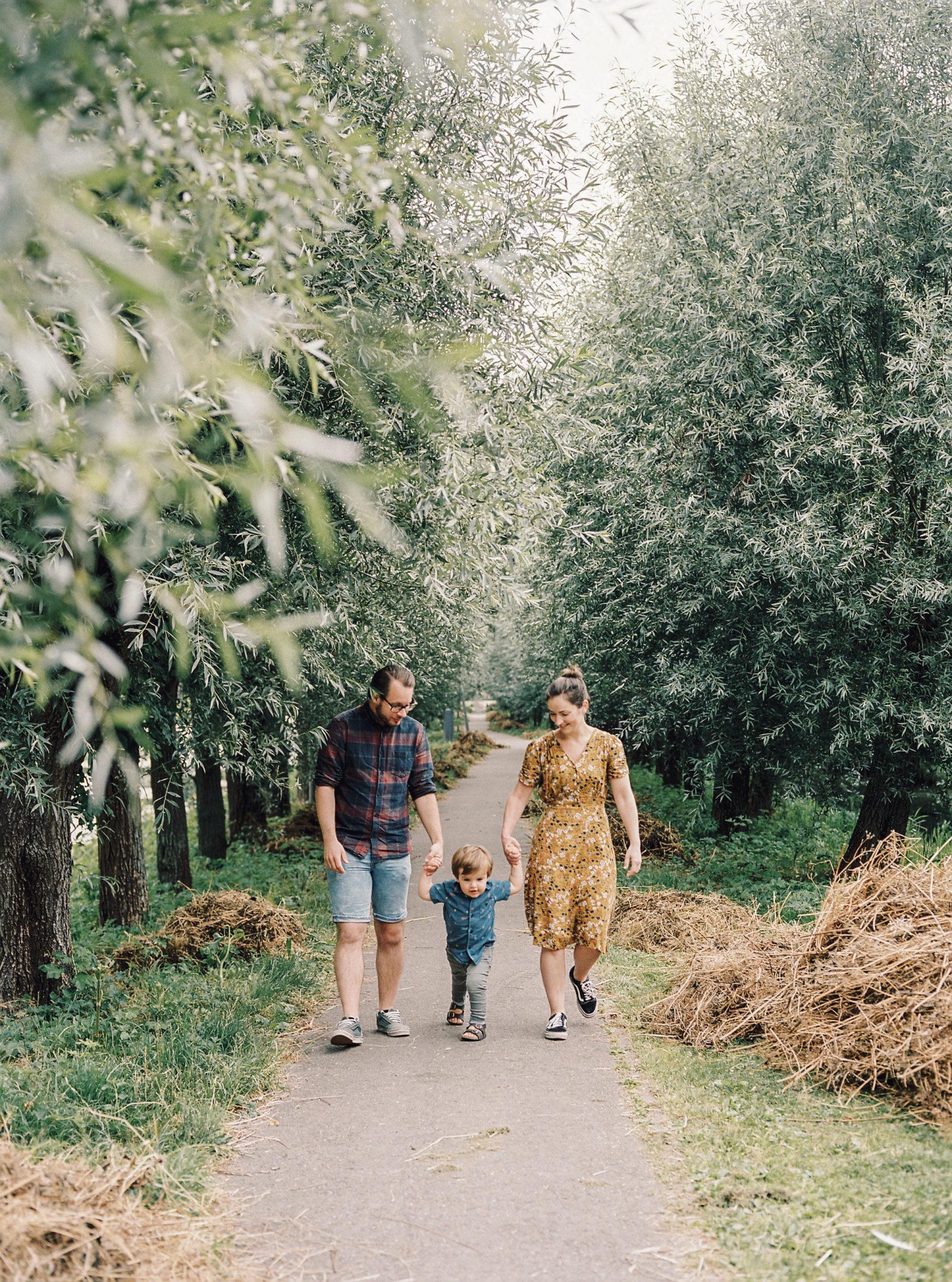 familieshoot rotterdam park melanchtonpark natuur buiten ontspannen gezin