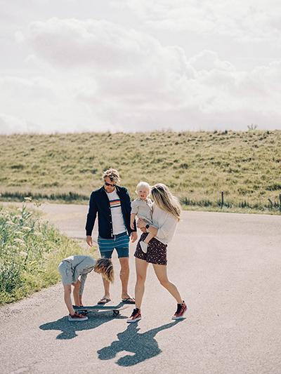 hanke arkenbout fotografie familie gezinsfotografie buiten ontspannen analoog
