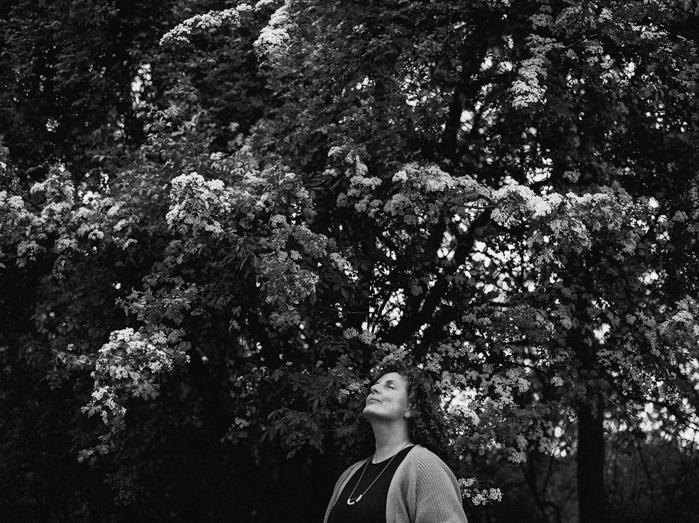 lifestyle portret fotografie buiten rotterdam ontspannen analoog friscat ongedwongen hanke arkenbout